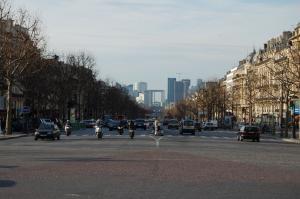 Podled na La Défense od Vítězného oblouku